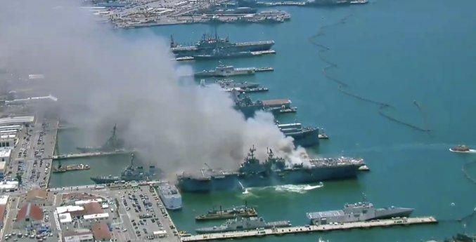 Έκρηξη και τεραστίων διαστάσεων πυρκαγιά ξέσπασε σε πολεμικό πλοίο των ΗΠΑ (ΒΙΝΤΕΟ)