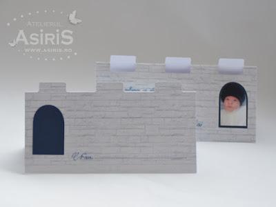 Plic bani botez personalizat cu fundal zid, decupate creneluri castel si in ferestre cu poza bebelusului ca mic cavaler