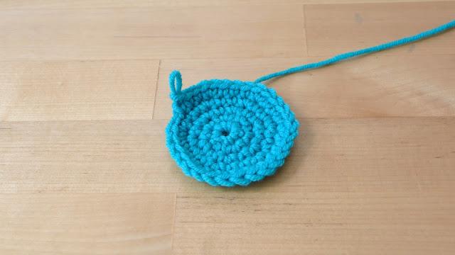 Tejer en circulo funda de ganchillo
