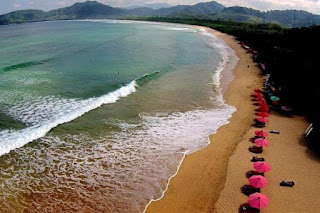 Pantai Pulau Merah di Banyuwangi, Jawa Timur - Foto/BARRY KUSUMA