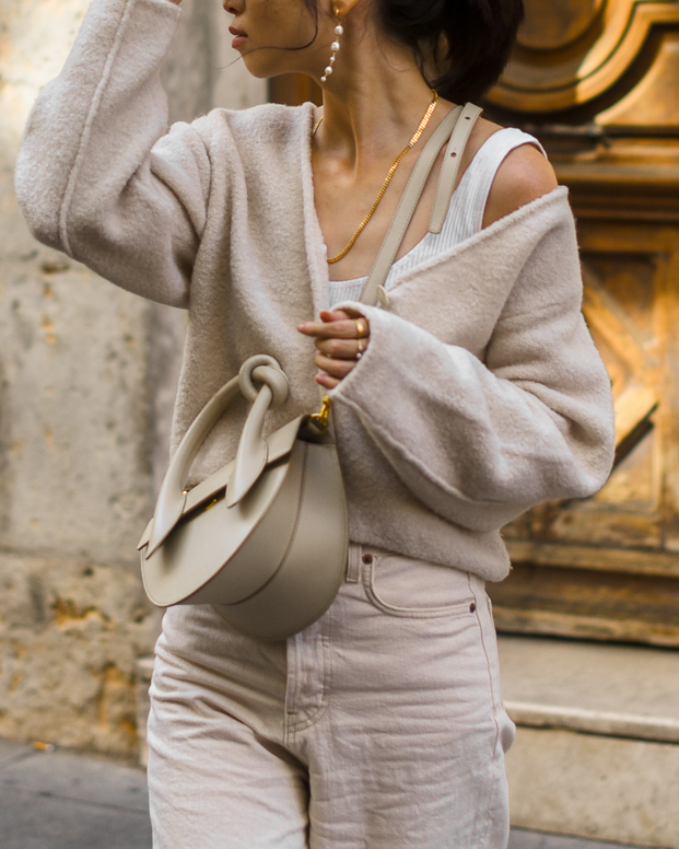 Monochromatic beige outfit idea for fall, boxy wool cardigan outfit, casual boxy cardigan style, all beige fall outfit ideas, simple fall outfit idea - FOREVERVANNY