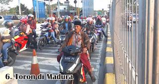 Toron di Madura merupakan salah satu tradisi unik di Indonesia saat merayakan Idul Adha