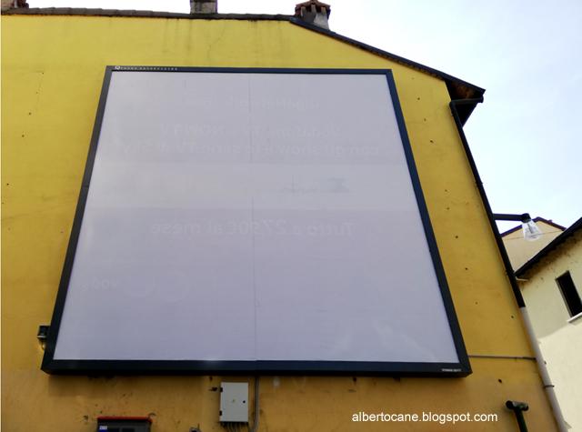 tabellone pubblicitario vuoto