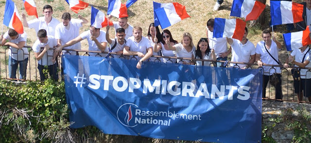generation-nation-var-manifestation-et-banderolle-contre-l-installation-de-72-migrants-a-chateaudouble