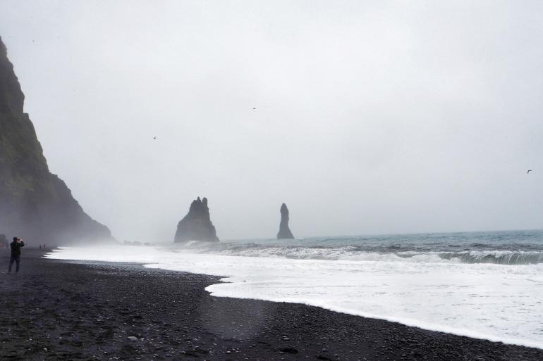Plage de sable noir Reynisfjara en Islande