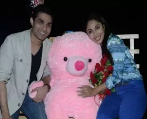 मयंक और रिया शर्मा