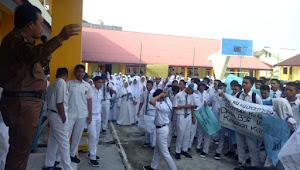 Gelar Aksi Demo, Siswa SMAN 3 Tebo Tuntut Kepsek Mundur Dari Jabatannya