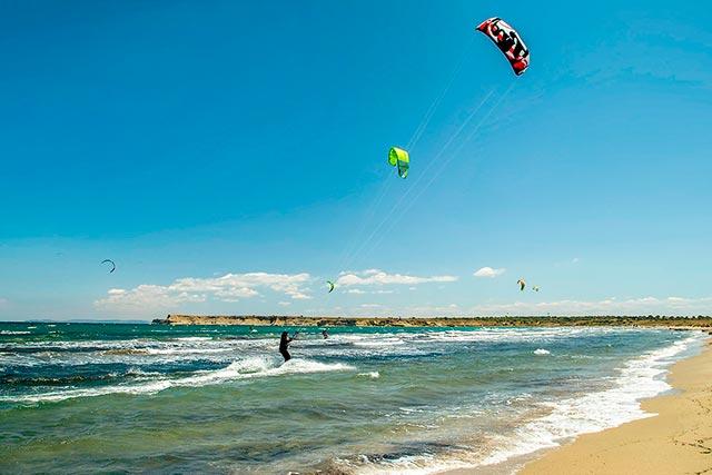 Gökçeada Kefaloz Plajı windsurf ve kitesurf için Türkiye'nin en iyi noktalarından