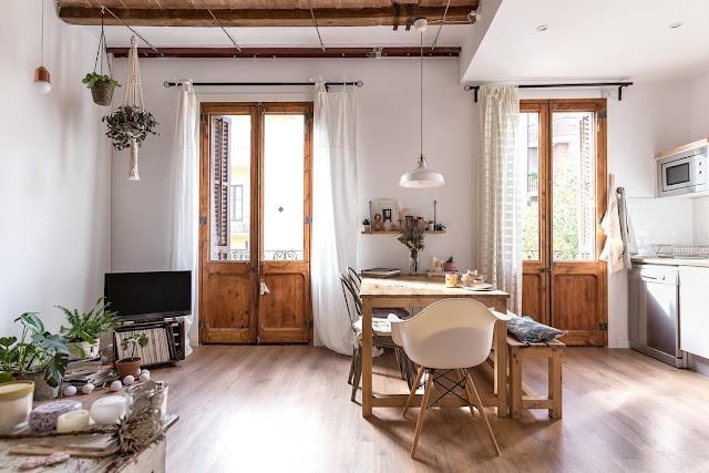 Lemn și multă personalitate într-un apartament de 75 m² din Barcelona