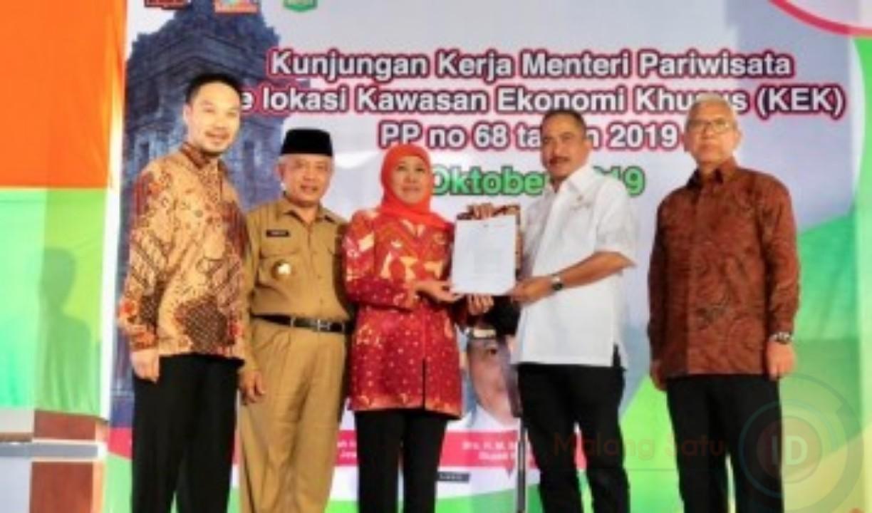 PP KEK Singhasari Diserahkan Menpar RI kepada Gubernur Jawa Timur