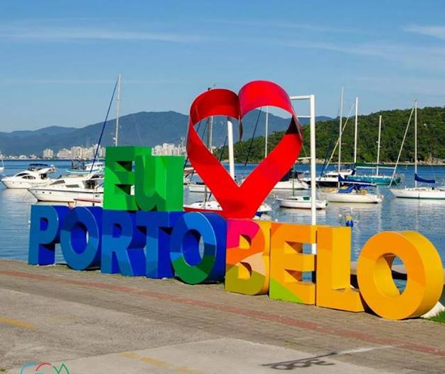 Letreiro turístico Eu Amo Porto Belo