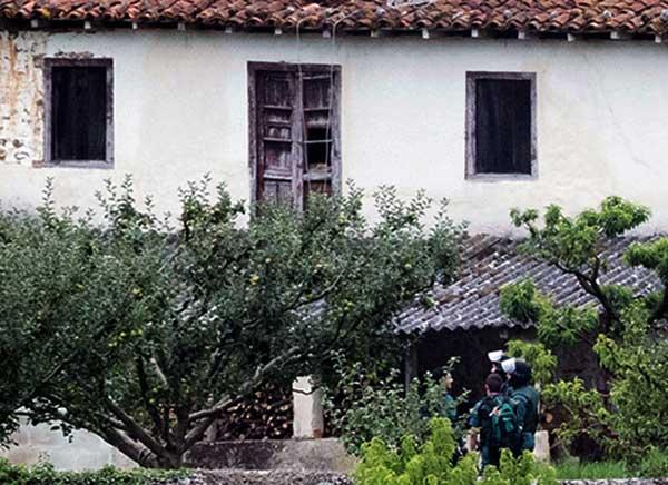 Se da a la fuga de su casa el hombre que estivo atrincherado y que tiroteó a la Guardia Civil en Turieno, Cantabria, hiriendo a uno de los agentes