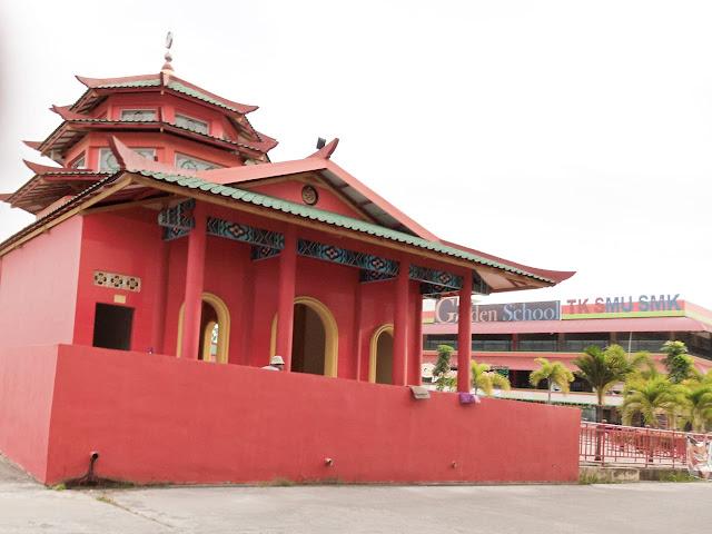 Masjid Muhammad Cheng Hoo di Batam diambil dari samping