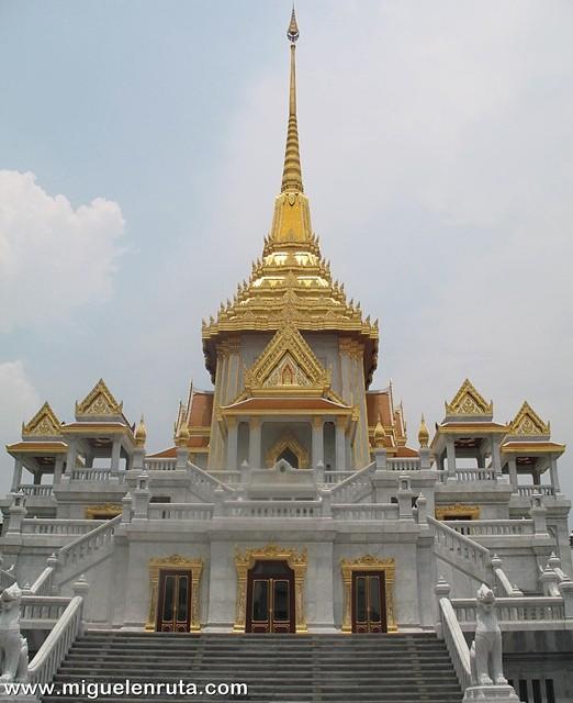 Wat-Traimit-2011
