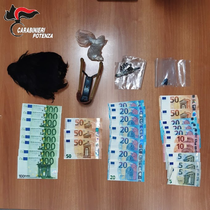 Spendita e introduzione nello Stato di monete false: un arresto