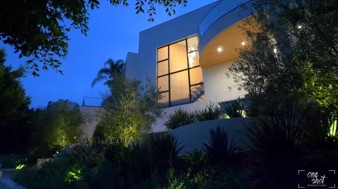 39 Interior Design Photos vs. 1059 Maybrook Dr, Beverly Hills, CA Luxury Home Tour