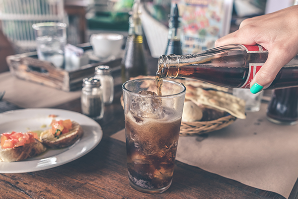 Benefits and Risks of Drinking Soda Water (Carbonated Drinks)