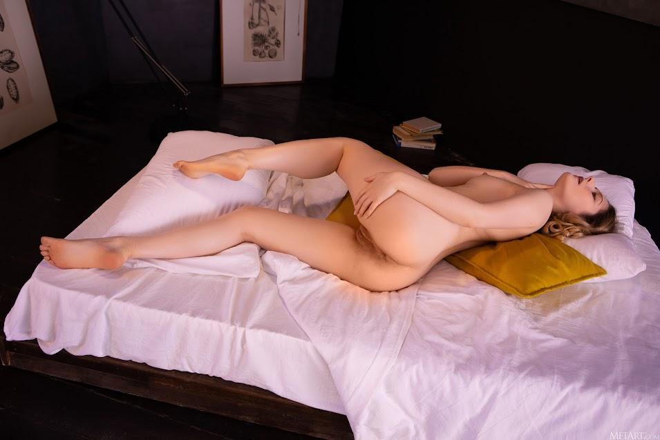 [Met-Art] Katty Muss - Pillow Fun 9977612807