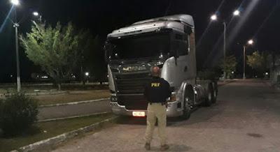 Caminhoneiro é preso dirigindo caminhão com placa falsa