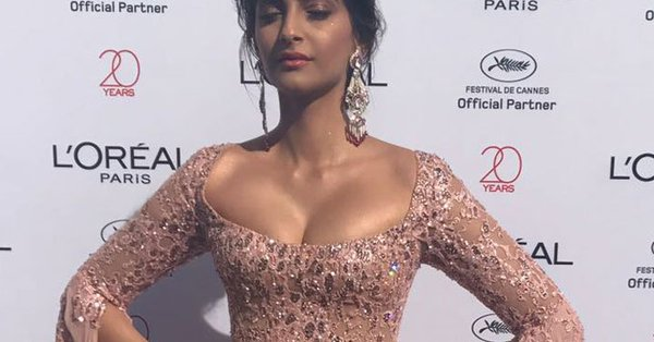 Sonam Kapoor Wore The Gown Of Our Dreams At Cannes 2017
