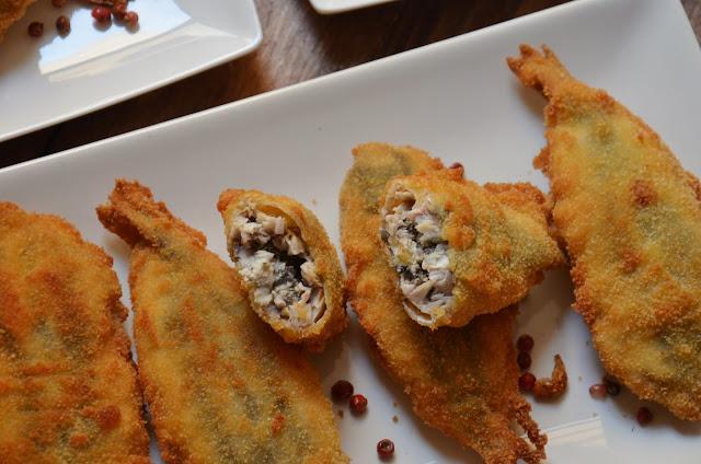 Boquerones rellenos de aceitunas negras, queso feta y albahaca de Cuchillitoitenedor.com