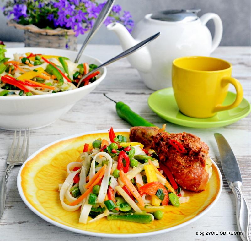 bob, salatka z bobem, czerwiec, sezonowa kuchnia, przepisy sezonowe czerwiec, truskawki, szparagi,bob, wiosenne przepisy, zycie od kuchni, hulali po polu i pili kakao