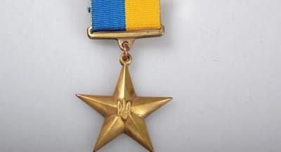 Порошенко присвоил звание Героя Украины Грицаку и генералу, отвечающему за арсеналы