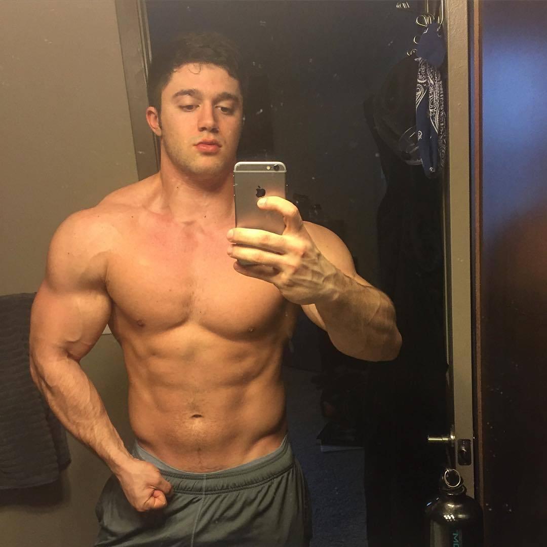 sexy-beefy-shirtless-men-blake-mouyassar-straight-swole-hunk-selfie