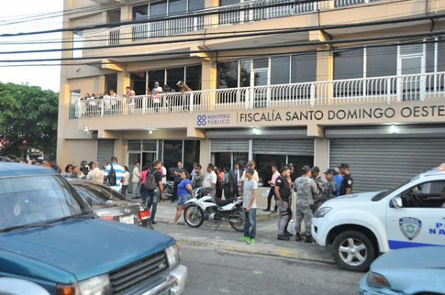 Se entrega ante fiscalía de Santo Domingo Oeste un hombre acusado de matar a otro