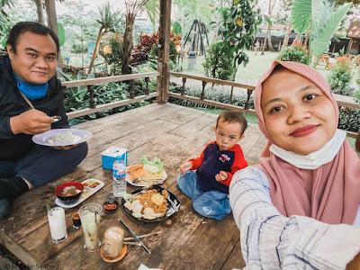 Makan di Rummi Kopi Lan Tresna Kampoeng Banyumili