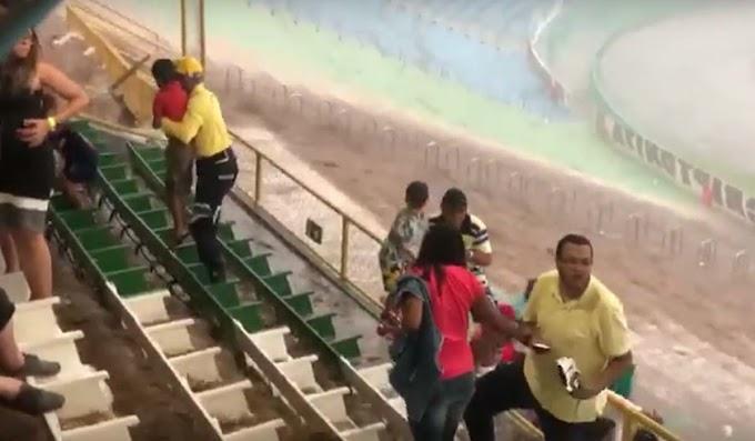 Chuva forte assusta torcedores durante partida entre Vitória da Conquista e Bahia; vídeo