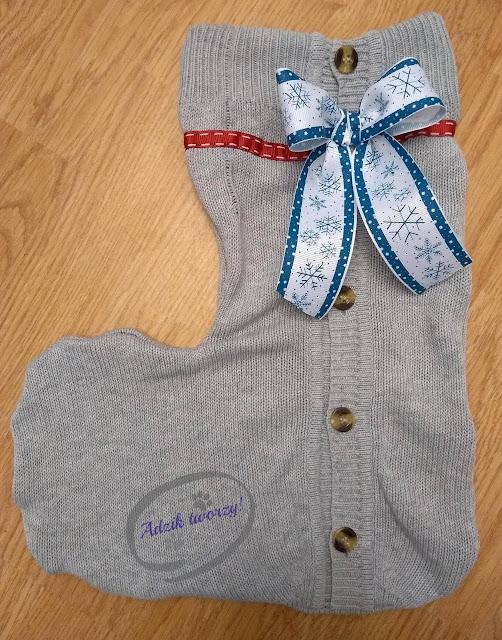 świąteczna skarpeta DIY na prezenty - upcykling swetra