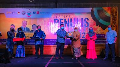 Denny JA Dinobatkan sebagai penerima Anugerah Sastra Asean