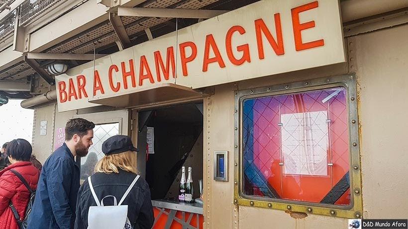 Bar Champagne no terceiro andar - Como visitar a Torre Eiffel em Paris