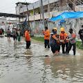 Muspika Kecamatan Babelan Berikan Bantuan Sembako Pada Pengungsi Korban Banjir