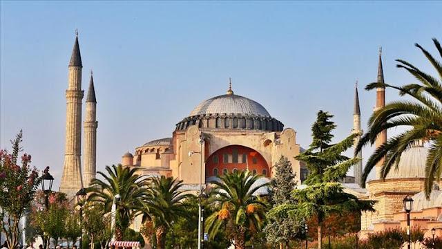Ayasofya Camii 84 yıl aradan sonra 24 Temmuz Cuma günü kılınan Cuma Namazıyla ibadete açıldı. Türkiye'nin ve Dünyanın her yerinden müslümanlar Ayasofya ziyareti yapmak istiyor.  Ayasofya'ya gitmek isteyenler, Ayasofya camii nerede, nasıl gidilir gibi araştırma yapıyor.