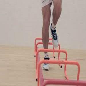 3- قفزات عقبة أحادية الساق Single Leg Hurdle Hops: