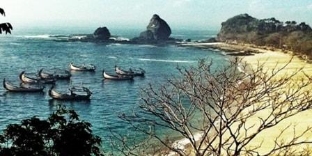 Pantai Pasir Putih Malikan [Papuma] jember
