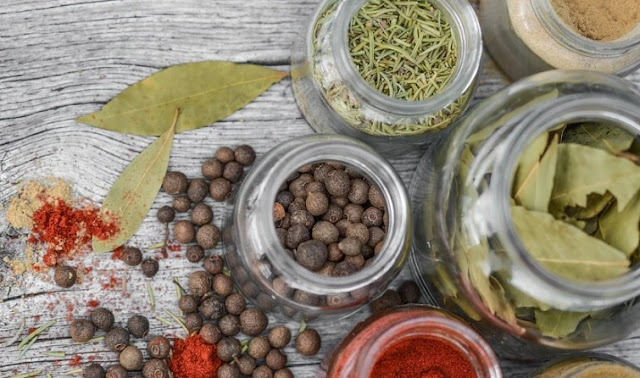 The Benefits of Herbs and Spices in Vegetarian Slimming