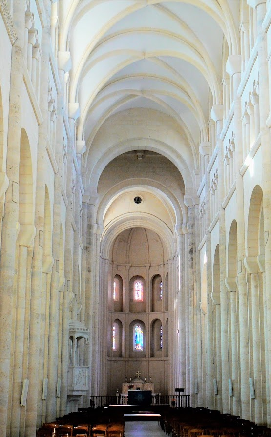 Intérieur de l'Abbatiale, lieu des 3M