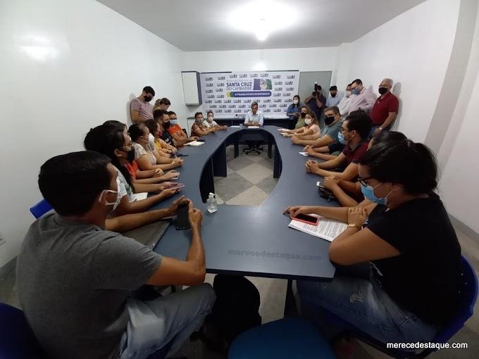 Ex-prefeito Edson Vieira deixou dívidas milionárias e não pagou salários de dezembro a servidores públicos de Santa Cruz