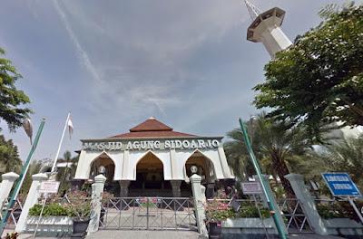depan masjid agung sidoarjo