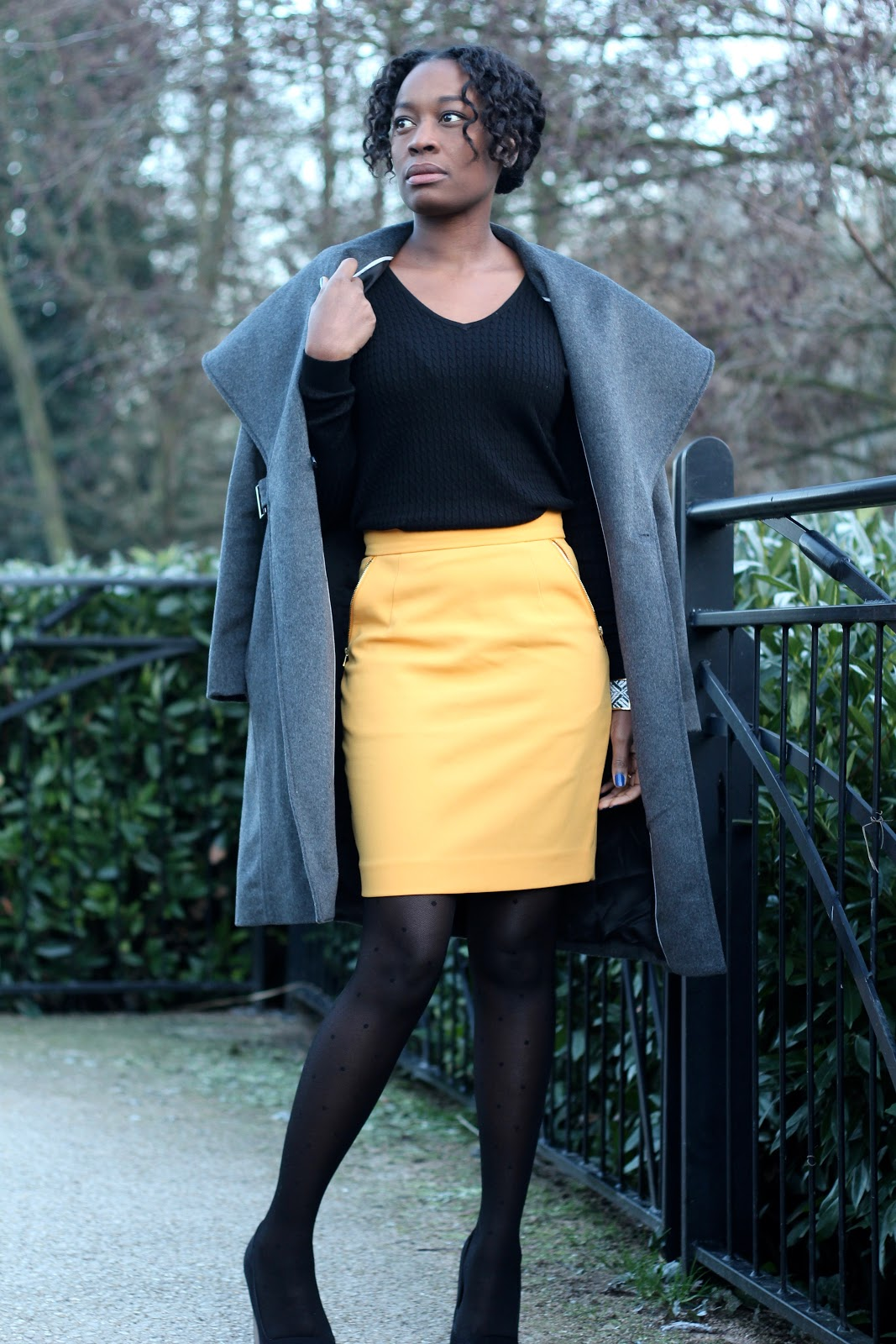 manteau mango-jupe h&m-collant calzedonia-chaussures asos-