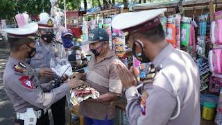 Omset Menurun Dampak PPKM Darurat, PKL Bantuan Beras Dari Polisi