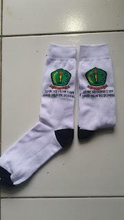 salah satu contoh kaos kaki logo sekolah smk kesehatan fahd islamic school bekasi