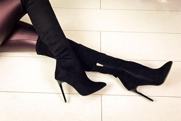 Растягиваем замшевую зимнюю обувь
