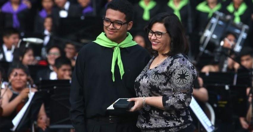 La educación es clave para formar una ciudadanía en valores, sostuvo la Primera Dama, Maribel Díaz Cabello
