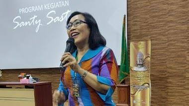 Santy Sastra Berbagi Materi Etika dan Public Speaking Untuk Para Karyawan Yayasan Kesejahteraan Korpri Propinsi Bali Tingkat Utama Angkatan I tahun 2021