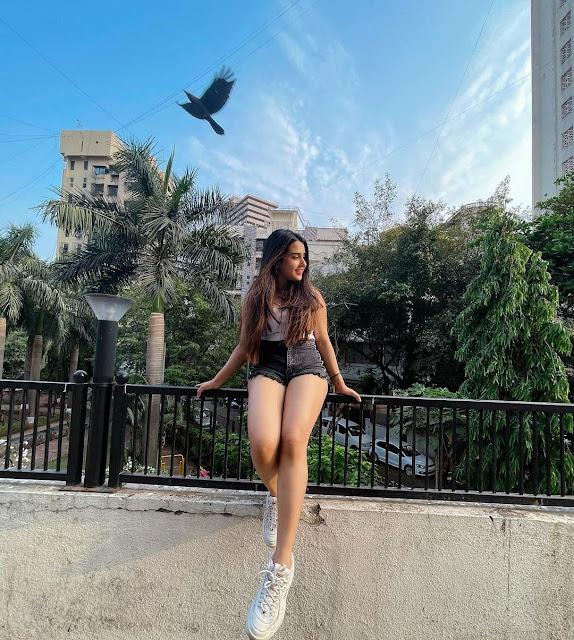 Beautiful Canadian teen Girls Images, Charming Chinese teen Girls