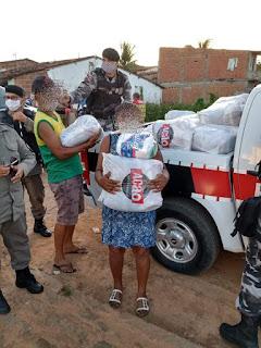 Policiais do 4º BPM distribuem em Guarabira alimentos arrecadados pelo Comitê Estadual Contra a Fome